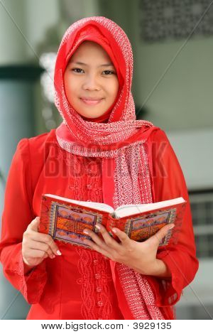 Muslim Girl Readin Koran