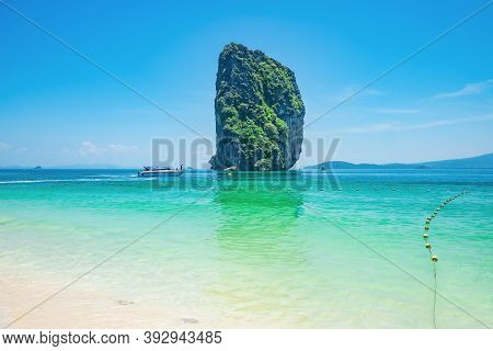 Beautiful Idyllic Seascape And White Sand On Koh Poda Island Krabi City Thailand.krabi - In Southern
