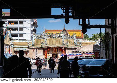 Bangkok/thailand- 14 Dec 2019:unacquainted Thai People Come To Wat Mangkon Kamalawat  Bangkok City T