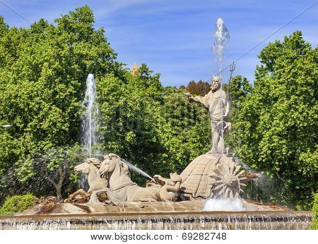 Neptune Chariot Horses Statue Fountain Madrid Spain