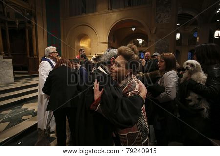 Cindy Adams embraces Rabbi Rubenstein