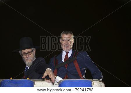 Mayor & Rabbi aloft