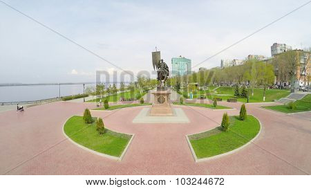 SAMARA - MAY 05, 2015: Monument of Prince Grigory Zesekin on quay with people at spring sunny day. Aerial view video frame