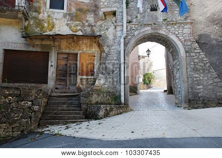 Pican Entrance Arch