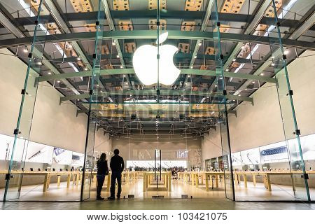 Los Angeles - 21 March 2015: Apple Store On 3Rd Street Promenade In Santa Monica Ca United States