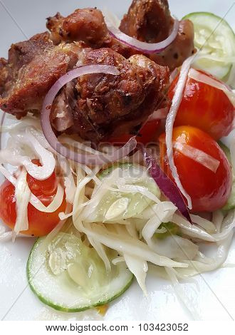 Healthy Fresh Vegetables salad with tomat, cucumber, red onion, cabbage with chicken