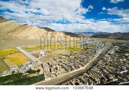 View of ancient Tingri town from Shegar Dzong (Chode Monastery)
