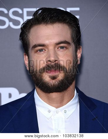 LOS ANGELES - SEP 26:  Charlie Weber arrives to the TGIT Premiere Red Carpet Event  on September 26, 2015 in Hollywood, CA.