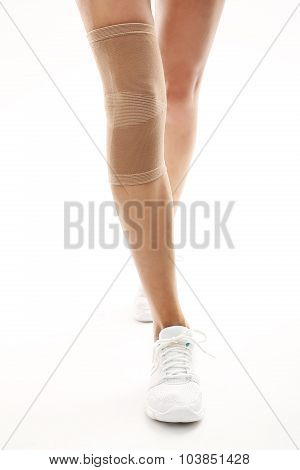 Knee injury, tourniquet bandage stabilizing