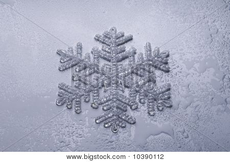 Snowflake With Drops