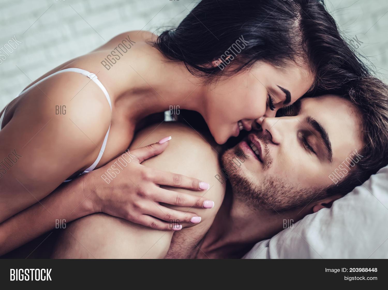 Смотреть красивое занятие любовью и сексом, Нежное занятие сексом молодой пары 23 фотография