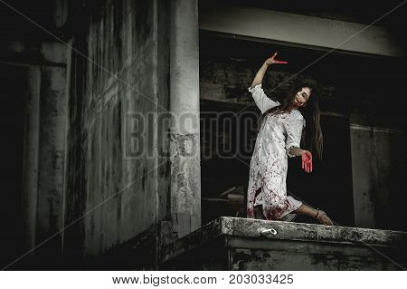 Asian women dress killer to Halloween. She dances Thailand Acting like a crazy person.