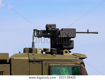 Machine gun in a rotating platform on the roof of the armored vehicle cabin
