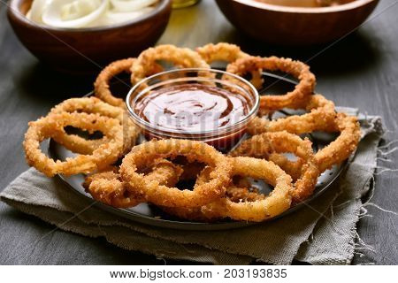 Crunchy fried onion rings and tomato sauce
