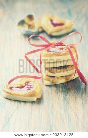 Cookies with marmalade in retro look .