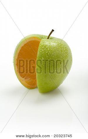 New Fruit - Introducing an Orange Apple with moisture on the surface of the skin