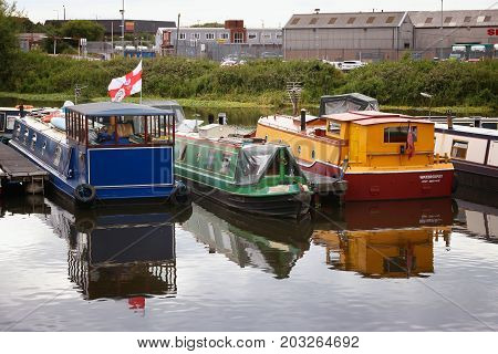 Doncaster Houseboats