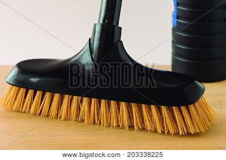 Effective cleaning. Brush hard hair for a thorough cleaning.