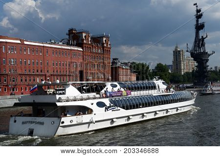 MOSCOW, RUSSIA - JULY 6, 2014: People traveling on the yacht of Flotilla Radisson Royal against monument to Peter The Great. Working all year round, the Flotilla carry half million passengers per year