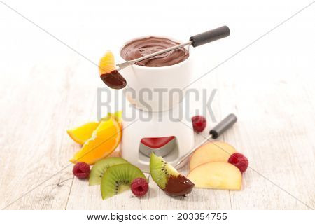 chocolate sauce fondue with fruits