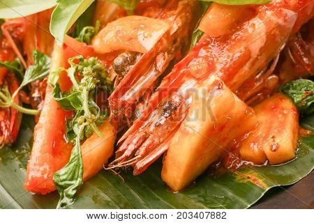 Close up image of the fried shrimps