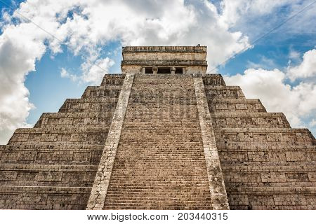 Kukulkan Pyramid (el Castillo) At Chichen Itza, Yucatan, Mexico