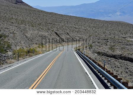 road in the Death Valley National Park