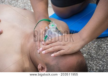 man hold mask foe help breathing in cpr training course