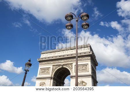 arc de triomphe in paris france in summer