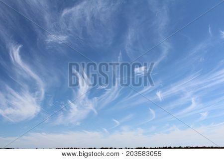 Desenho de nuvens em um dia claro