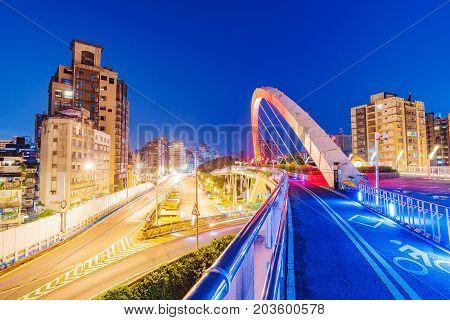 Night view of a footbridge in the Guting area of Taipei
