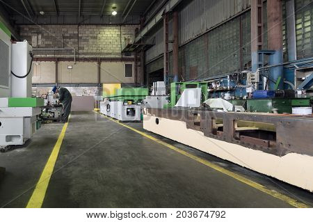 A long shop of a factory for the production of metalworking machines.