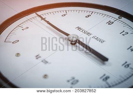 Pressure gauge 4 kilogram per square centimeter selective of focus