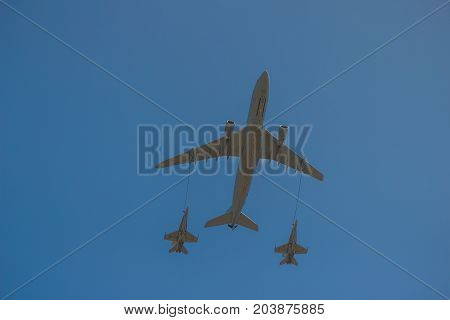 Two fighter jets refuelling at the Australian Avalon Airshow