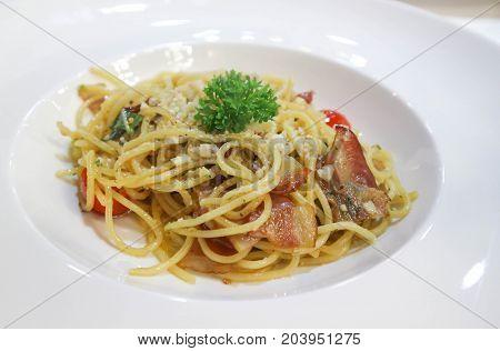 bacon spaghetti spaghetti with bacon and tomato