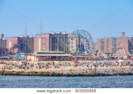 New York, Usa - July 02, 2018: Crowded Coney Island Beach And Amusement Parks Seen From The Pier On
