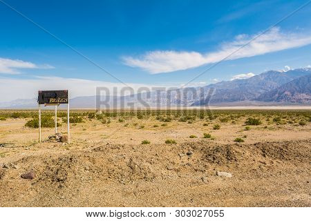 California, Usa - April 4, 2019: A Board Showing The Way To The Briggs Gold Mine. California, Usa