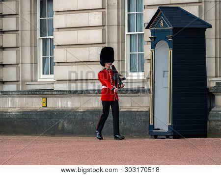 London, Uk - April, 2019: English Guard Patrolling In London. Solider Of Buckingham Palace, London E