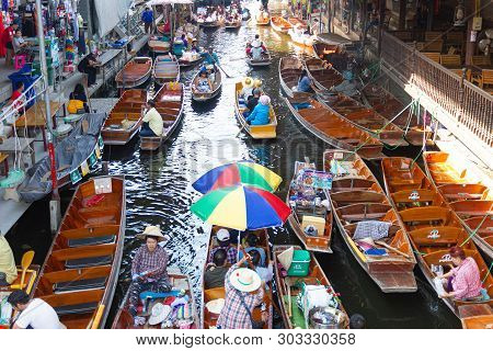 Damnoen Saduak Floating Market, Thailand:- May 18, 2019 :- This Is A Floating Market In Thailand And