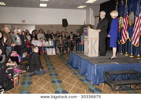 Speaker Gingrich speaks to crowd.