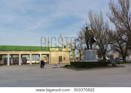 Monument To Vladimir Ilyich Lenin Near The Small Railway Station Of The Resort Town In The Off-seaso