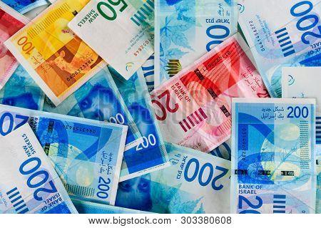 Stack Of Various Israeli Shekel Bills. Israel Money Banknotes Of 50, 20, 100 And 200 Nis - New Israe