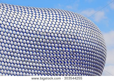 Birmingham, Uk - April 19, 2013: Selfridges Department Store In Birmingham. The Modern Building Is P