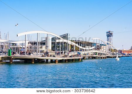 Barcelona, Spain - January 19, 2019: Port Vell In Barcelona With Maremagnum Commercial Center And Ca