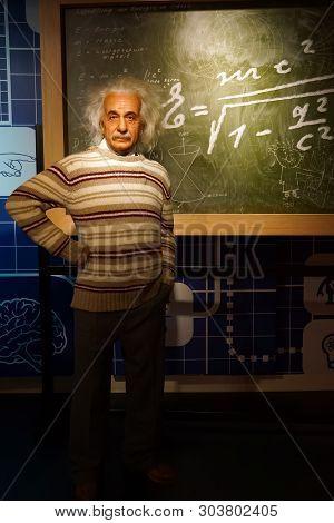 Albert Einstein Illustrations & Vectors Free