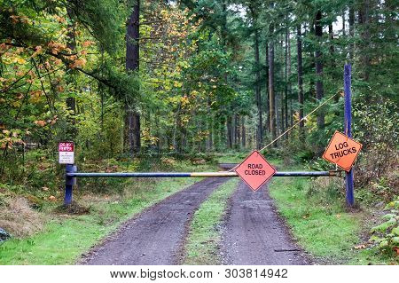 Road Closed Do Not Enter Log Trucks Signs On A Steel Fence