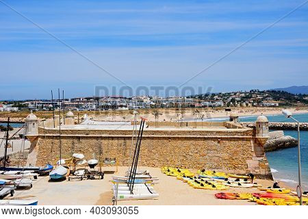 Lagos, Portugal - June 9, 2017 - Elevated View Of The Ponta Da Bandeira Fort With Canoes On The Beac