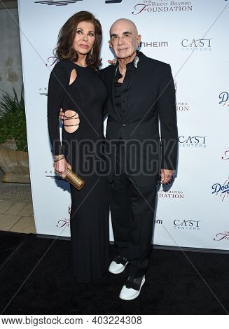 LOS ANGELES - SEP 09:  Robert Shapiro and Linell Shapiro arrives for  the Brent Shapiro Foundation Summer Spectacular on September 09, 2017 in Beverly Hills, CA
