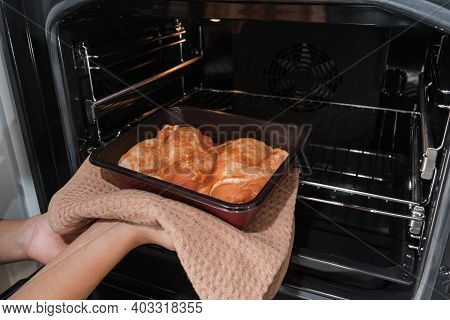 The Girl Puts The Grilled Chicken In The Oven Packaging In The Oven.