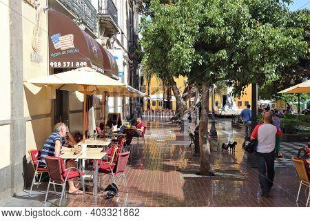 Las Palmas, Spain - November 30, 2015: People Visit Cafe In Town Of Las Palmas, Gran Canaria, Spain.
